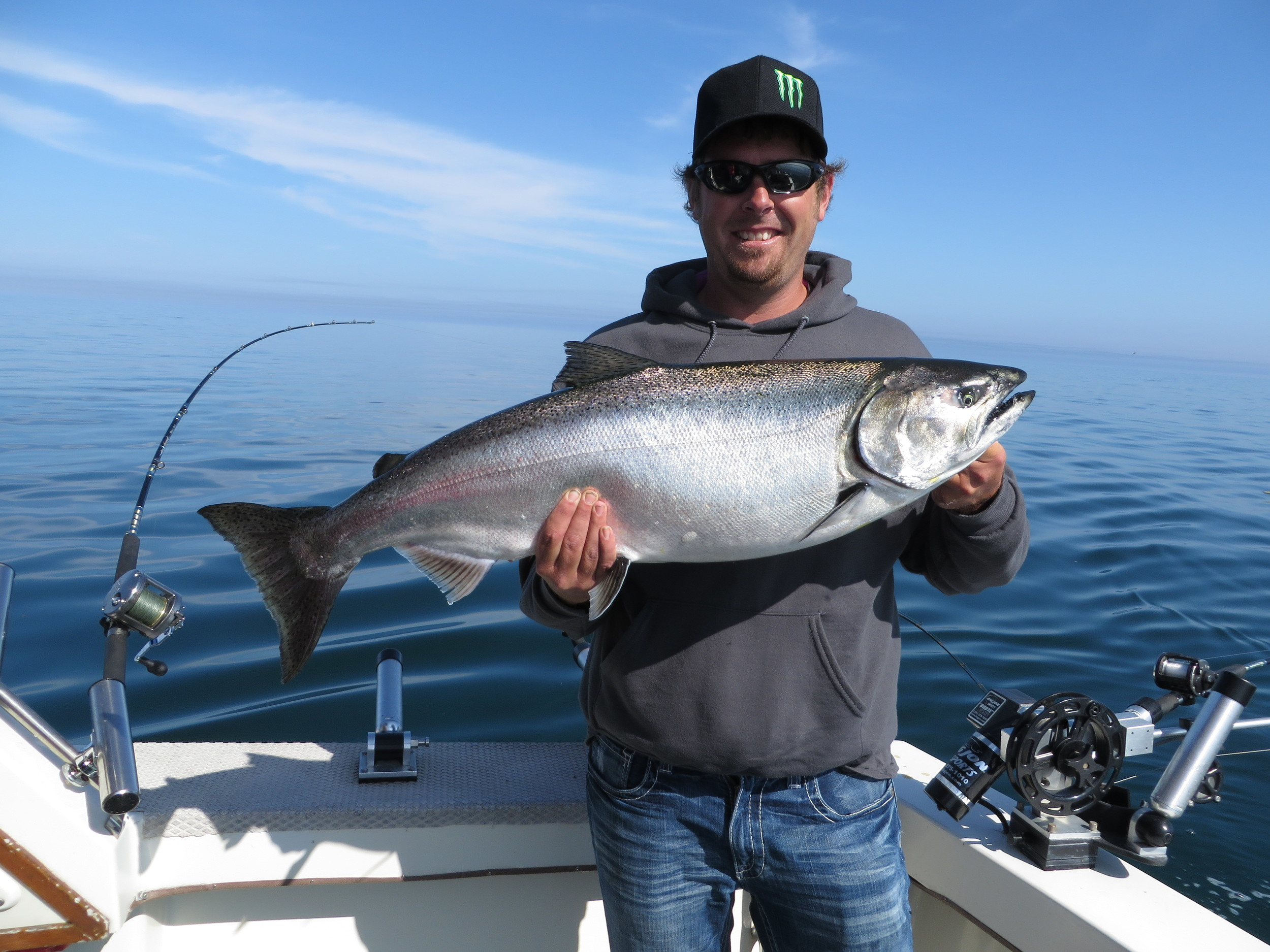 Lake_Michigan_salmon_charterfishing02.jpeg