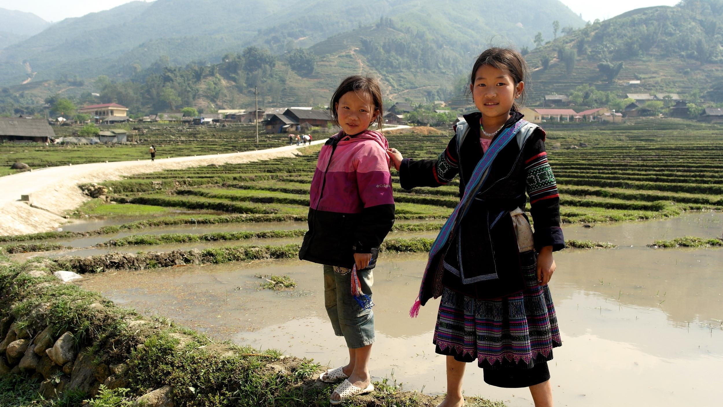 black hmong girls near the vietnamese town of sapa