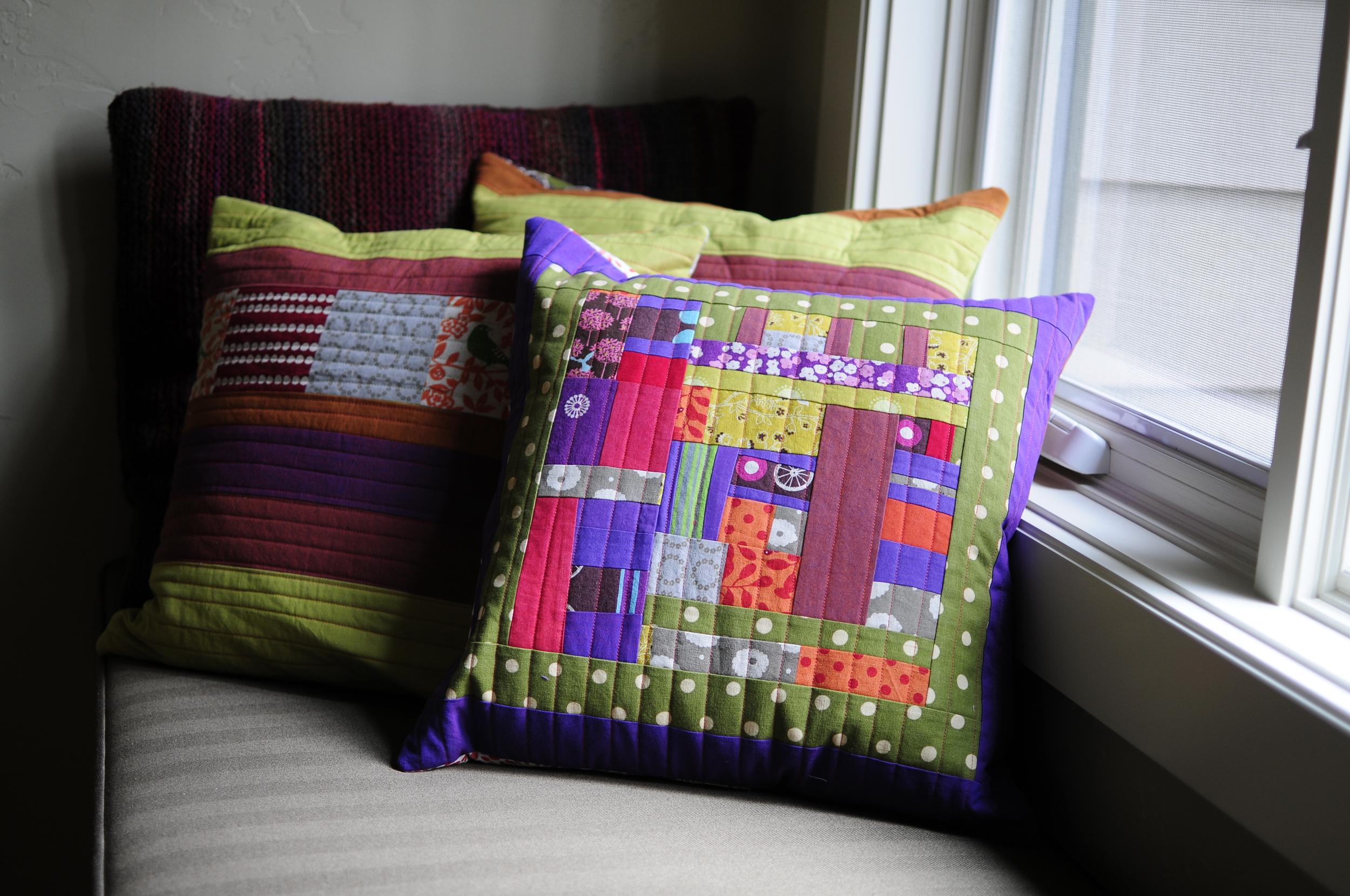 Modern Button Back Pillows (12)