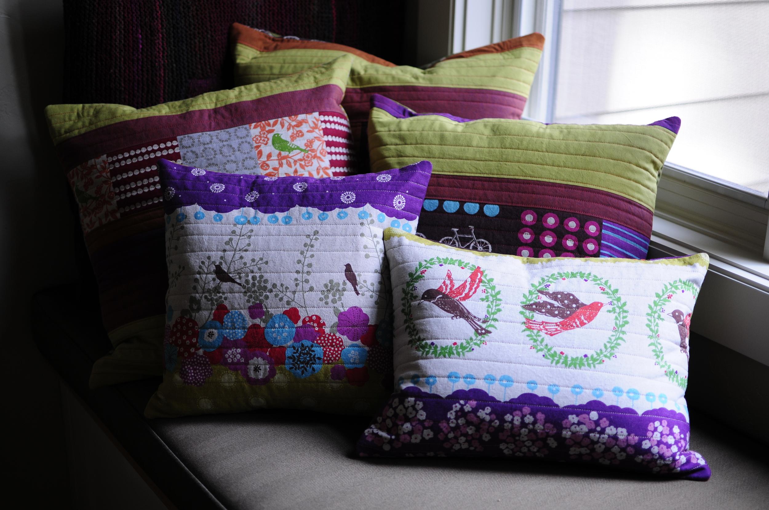 Modern Button Back Pillows (10)