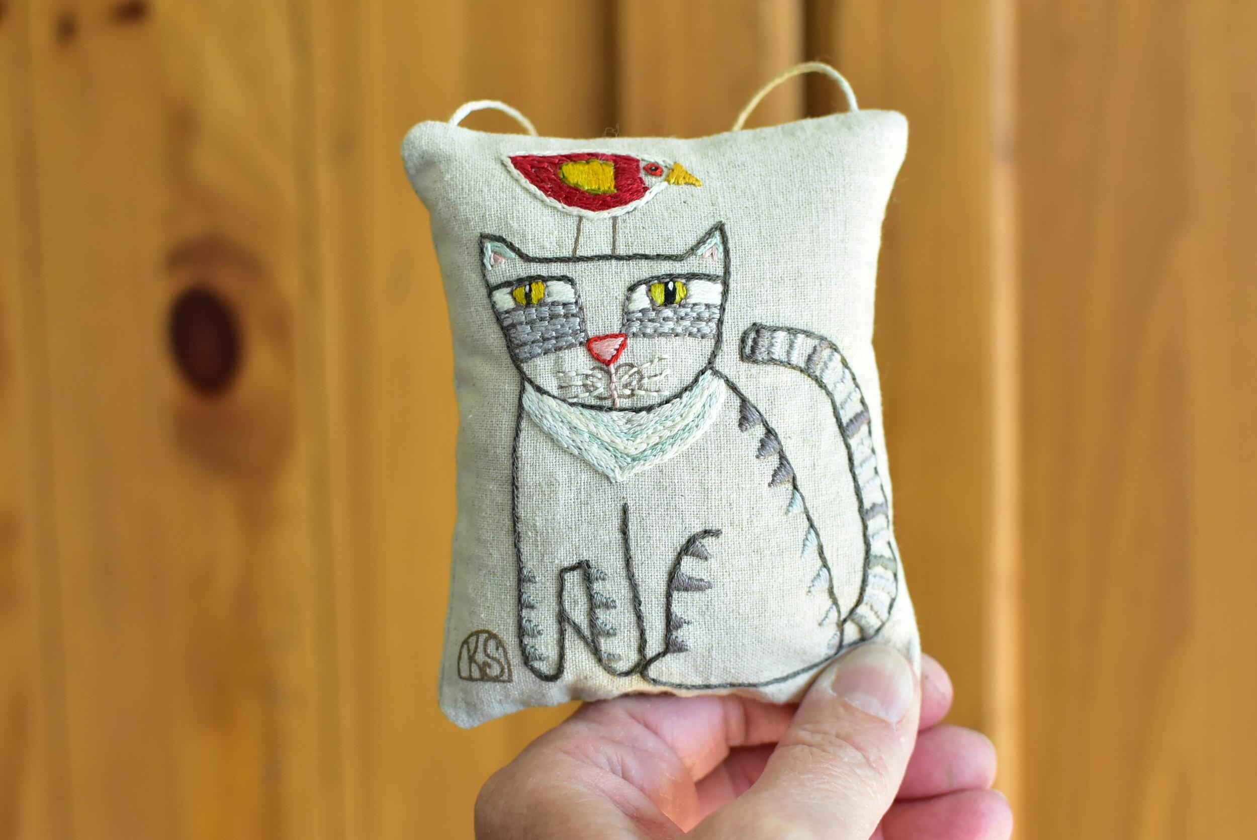 2019 Cat Ornament #1 (1).JPG