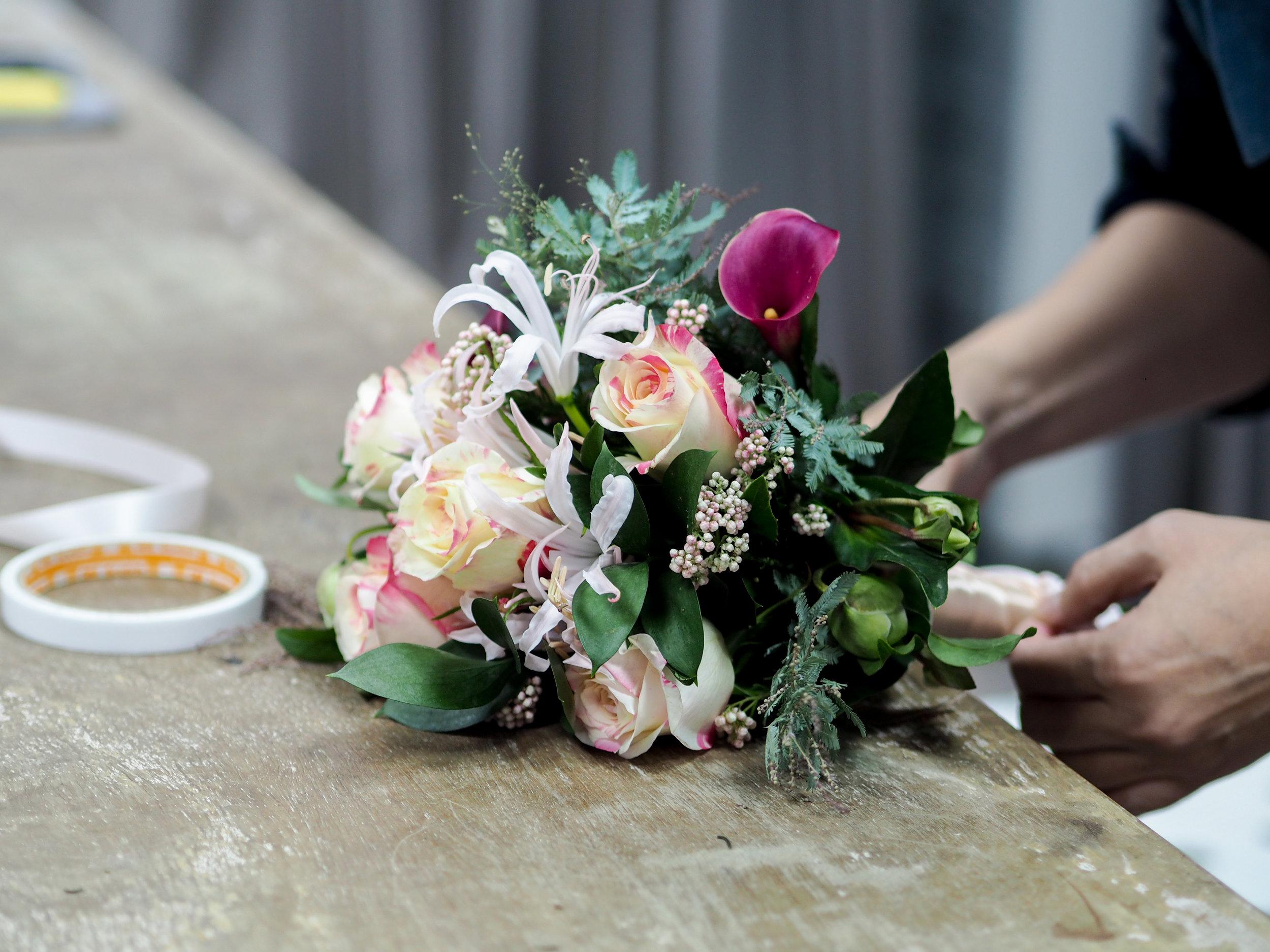 Flower Workshop 花藝課程  - 每個月都會推出不同的主題課程,有專業連課也有單堂體驗課,邀請大家一起來玩花。希望能透過手作花藝的美好傳遞我們愛花的心念。