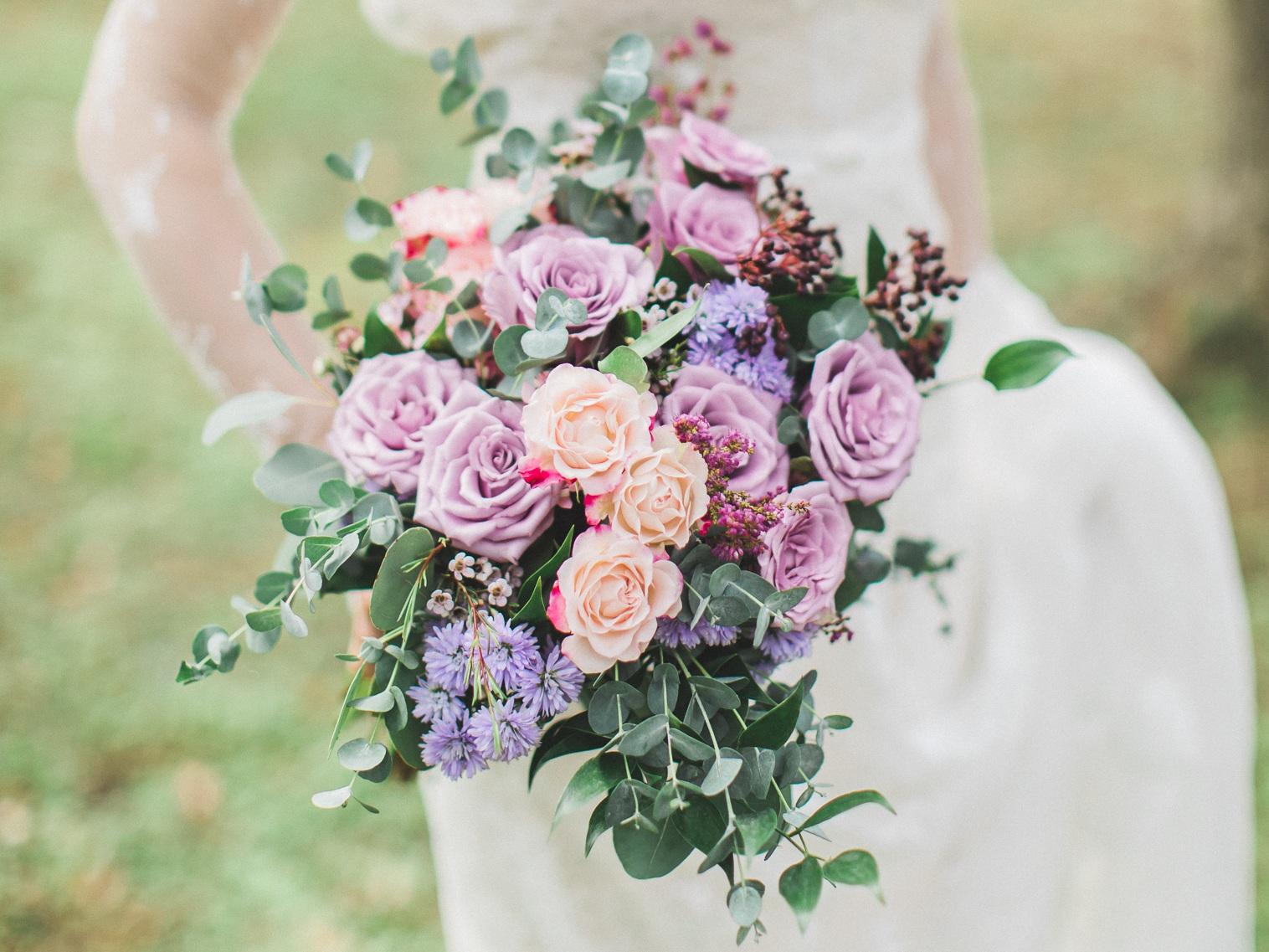 Wedding& Bridal 婚禮花藝 - 我們將幫您量身訂製您喜愛的新娘捧花、新郎胸花、花冠、手腕花、伴娘捧花與婚禮會場佈置,請讓我們用美麗的花朵為您打造夢想中的完美婚禮。