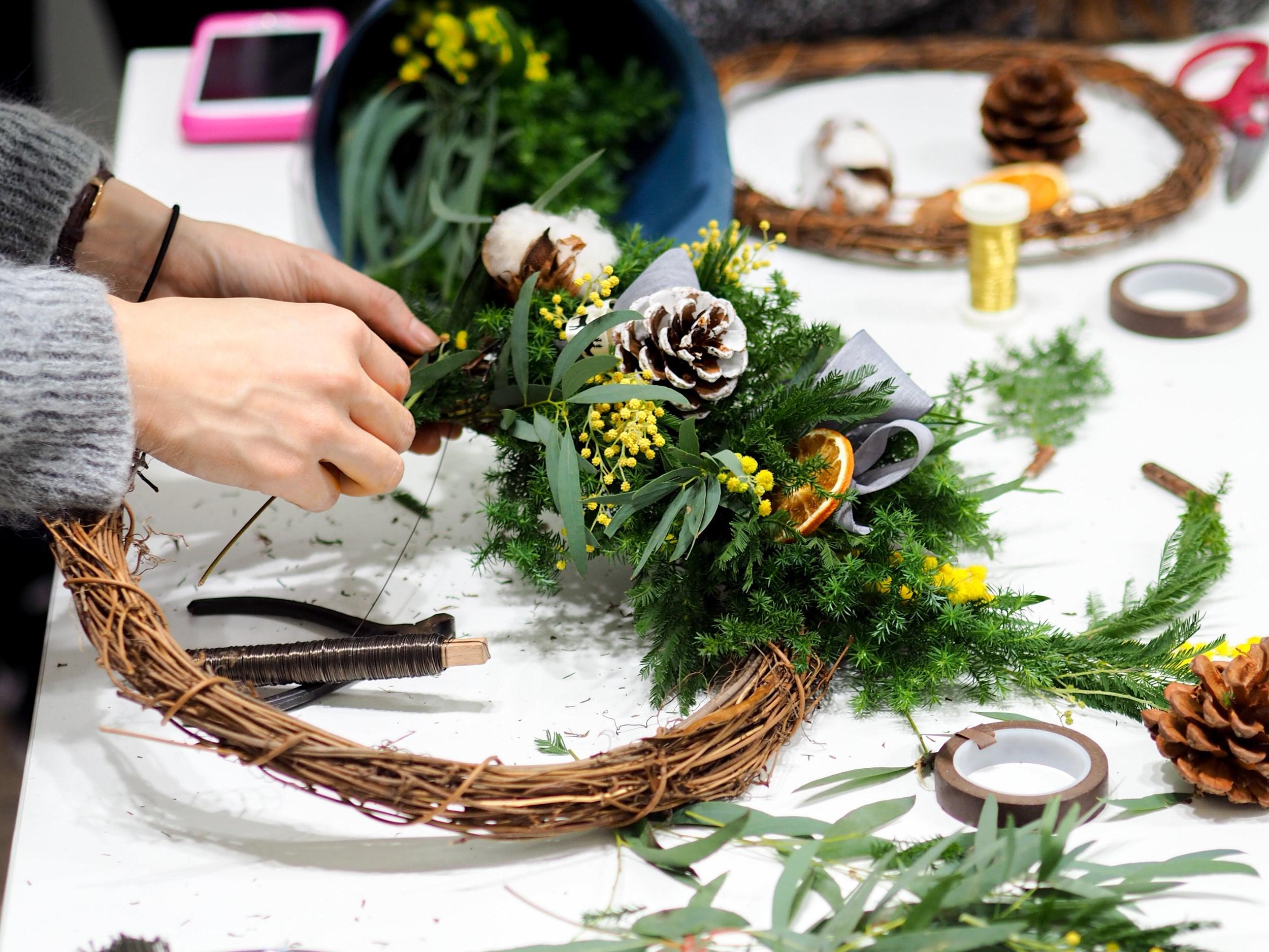 Customized Event 企業活動專區 - 除了每個月排定的課程之外,我們也接受企業團體花藝教學活動,代課設計課程招待品牌貴賓。同時我們也開放租借我們的花藝教室,讓您可以舉辦私人的花藝派對喔!
