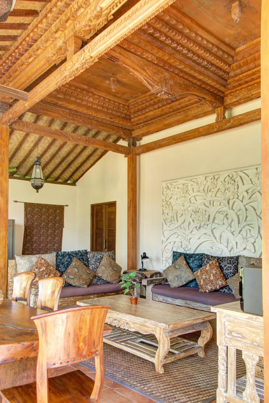V5 lounge 3.jpg