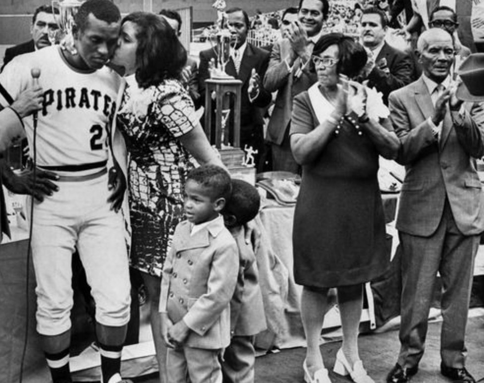 Clemente with his family, 1970.