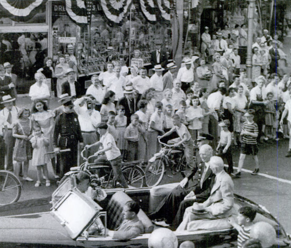 Fans gather to welcome Connie Mack to Hartford, 1951