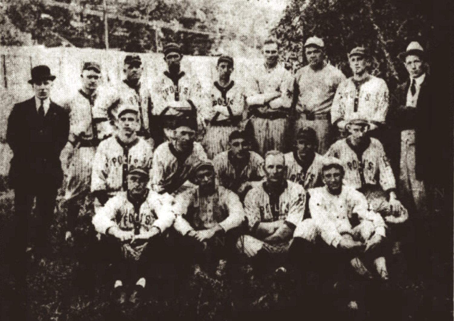 1918 Hartford Poli's Baseball Club with Babe Ruth (back row, third from right).