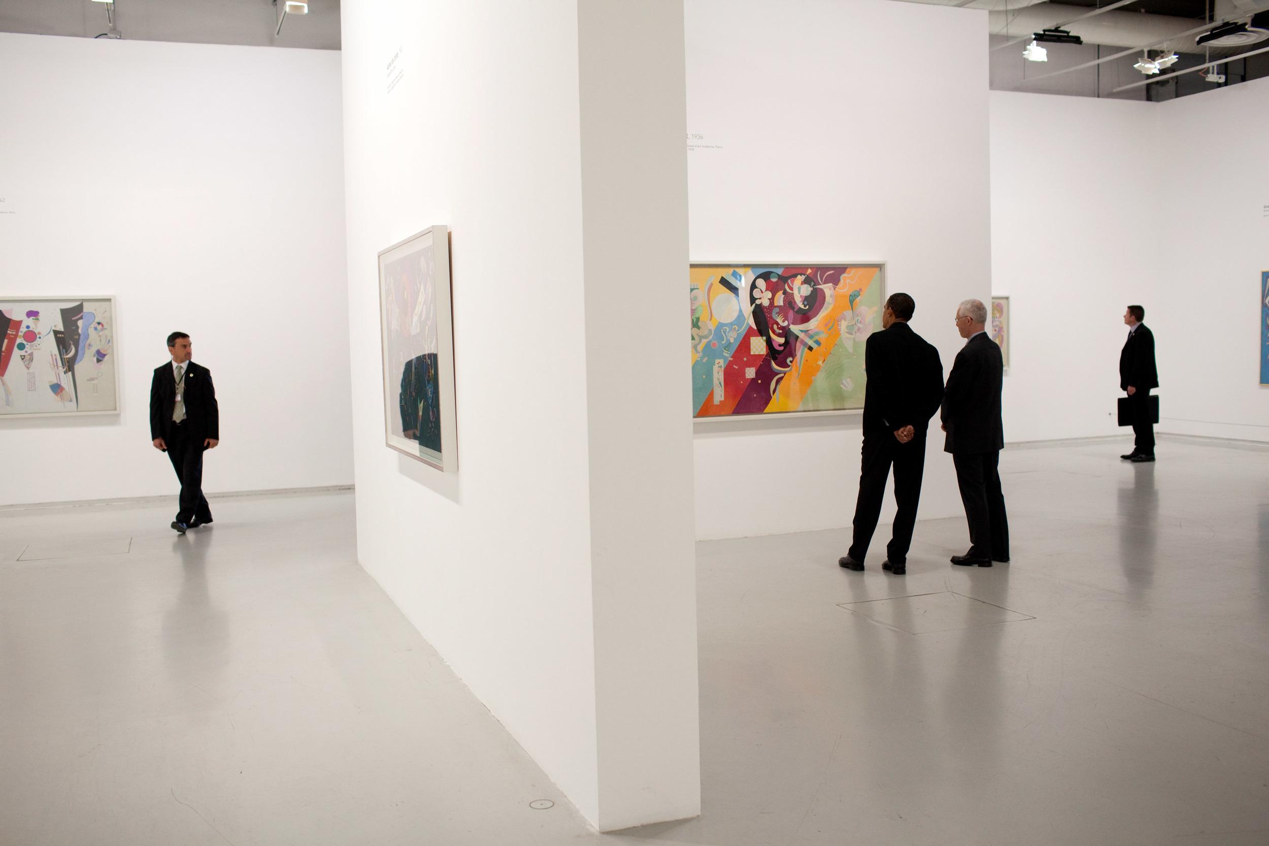Barack_Obama_tours_the_Centre_Pompidou_modern_art_museum_2.jpg