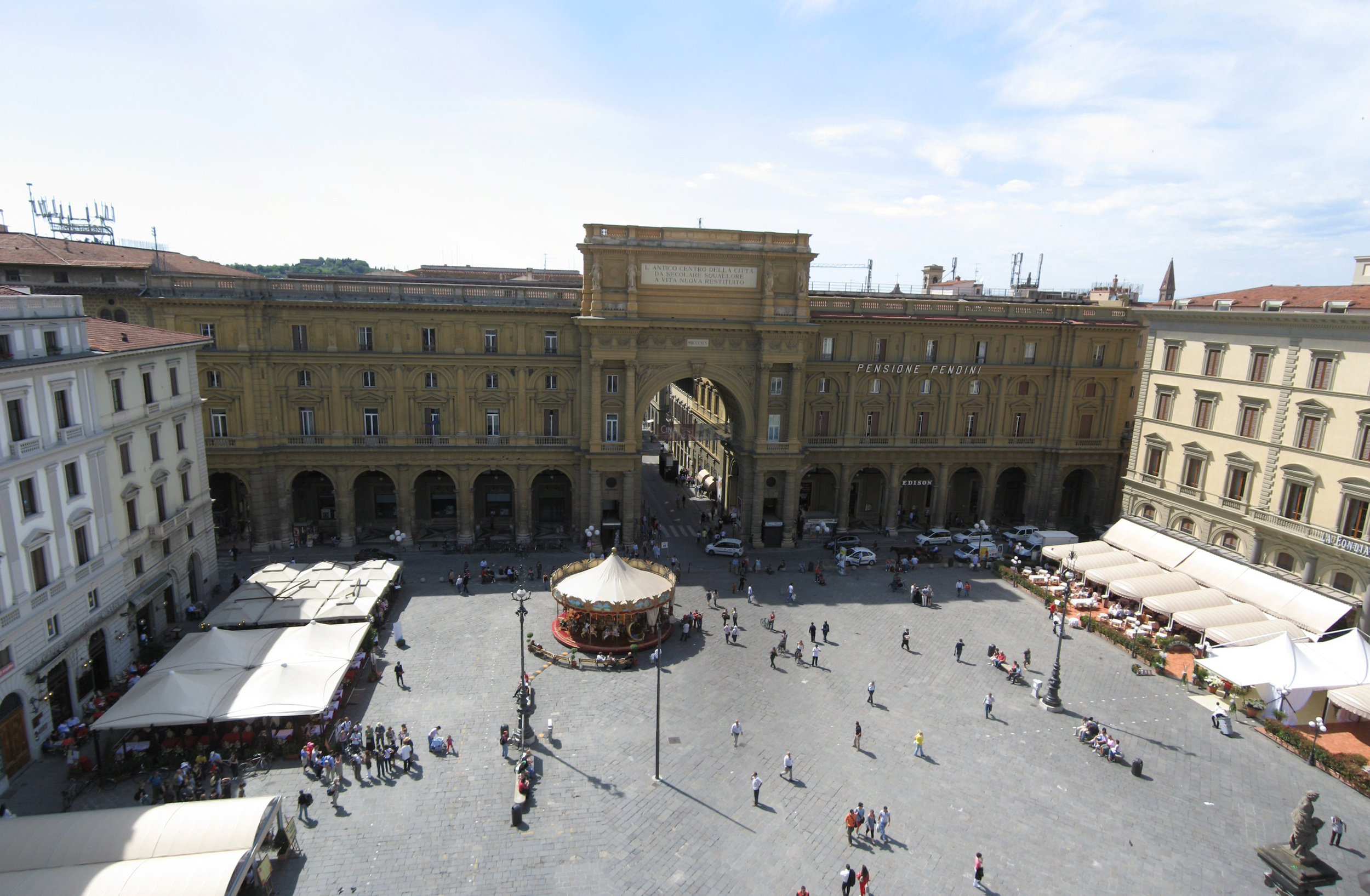Piazza_Repubblica_Firenze_Apr_2008_(1)-Piazza_Repubblica_Firenze_Apr_2008.jpg