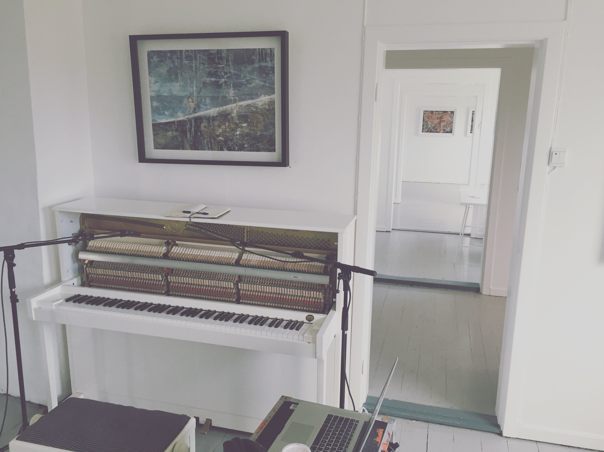 White piano / white art gallery.