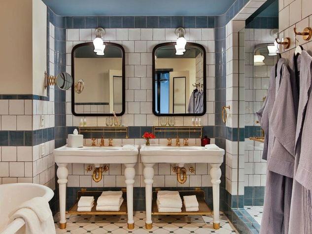 Hotel-Emma-bathroom_163416.jpg