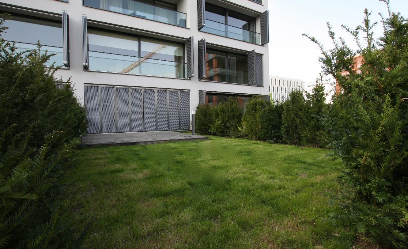 Image2_Terrace_and_private_garden.jpg