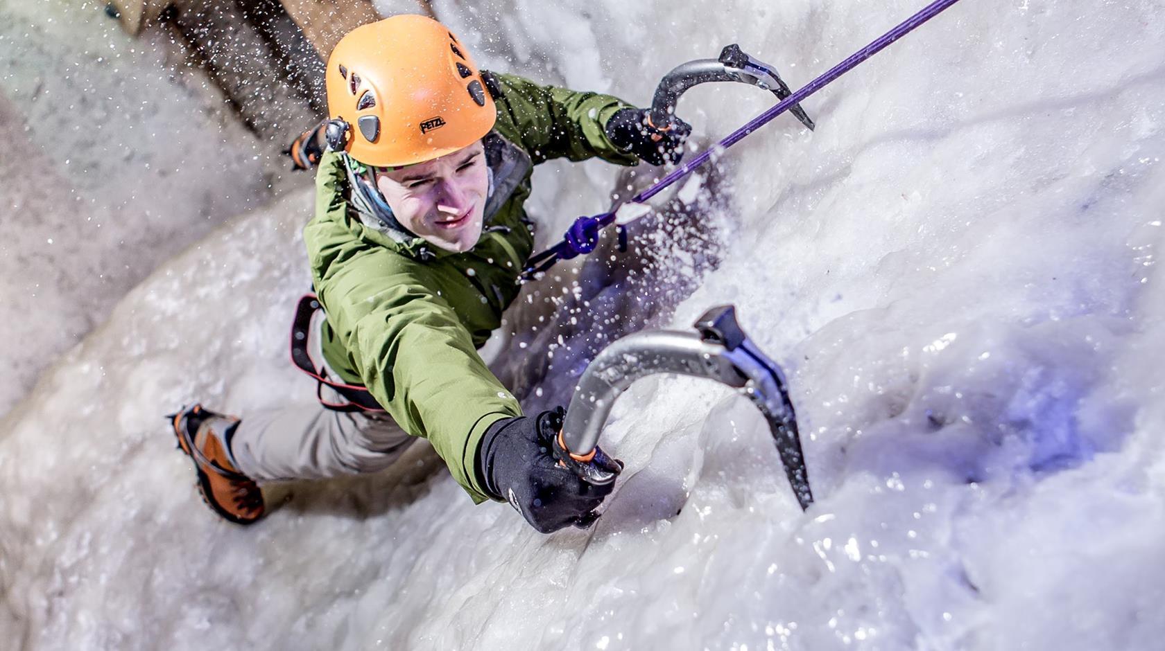 35374-vertical-chill-ice-wall-manchester-manchester-01.jpg