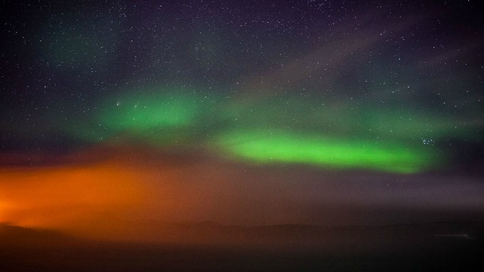 Aurora and sodium-vapor clouds. 20 seconds, f/3.5, ISO 3200.