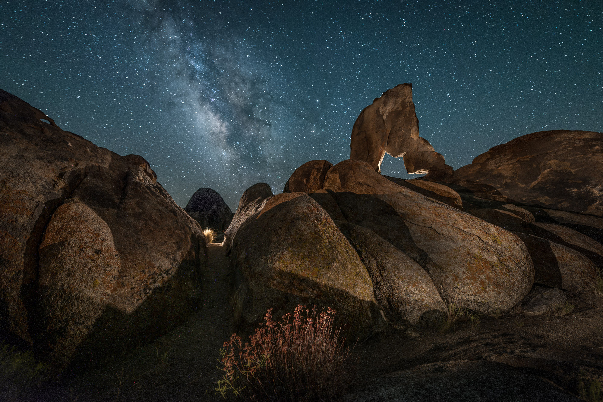 Lady Boot Arch,  Alabama Hills . 15 minutes, f/2.8, ISO 200 for the foreground, combined with 20 seconds, f/2.8, ISO 6400 for the sky, with tea lights and flashlight.