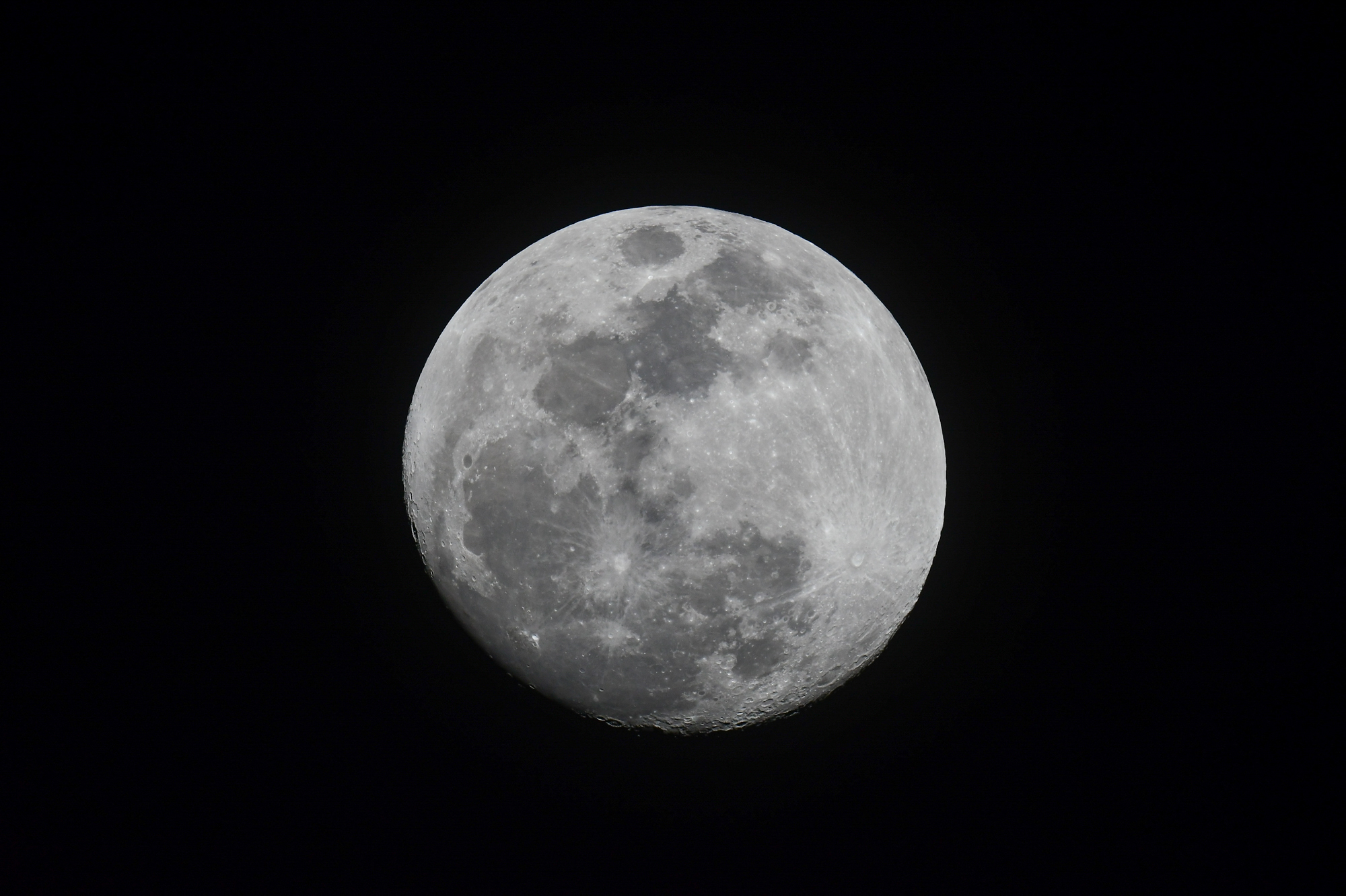 Craterlicious moon, Biscayne National Park.  Nikon D500  with a  Nikkor 800mm f/5.6 . 1/1000, f/11, ISO 1000.
