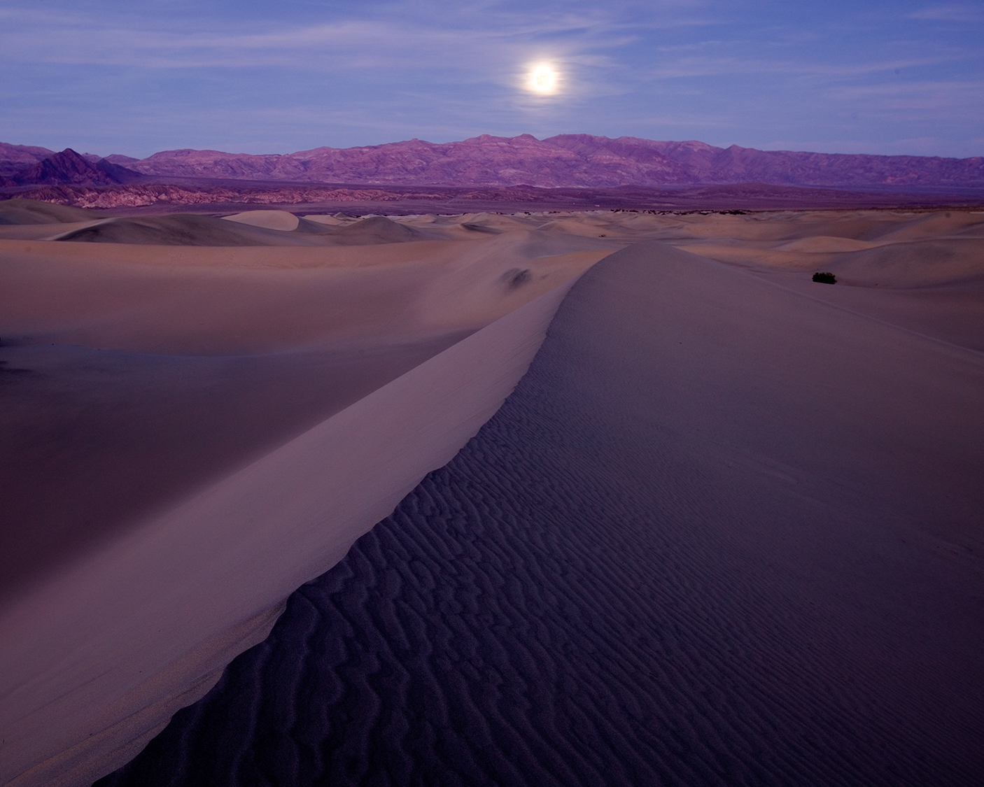 Day before full moon, Death Valley National Park. © 2005 Tim Cooper. Canon 1Ds, 16-35mm lens at 31mm. 4 seconds, f/8, ISO 100.