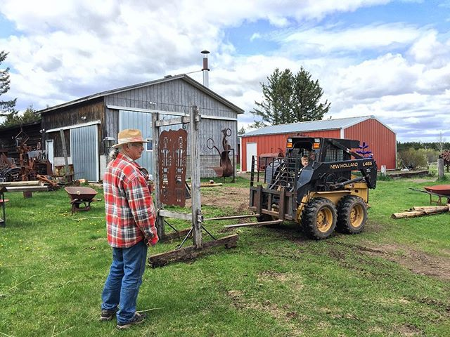Moving sculptures around the farm today.  #metalsculptures #achillwindsmetalart #sculpturefarm