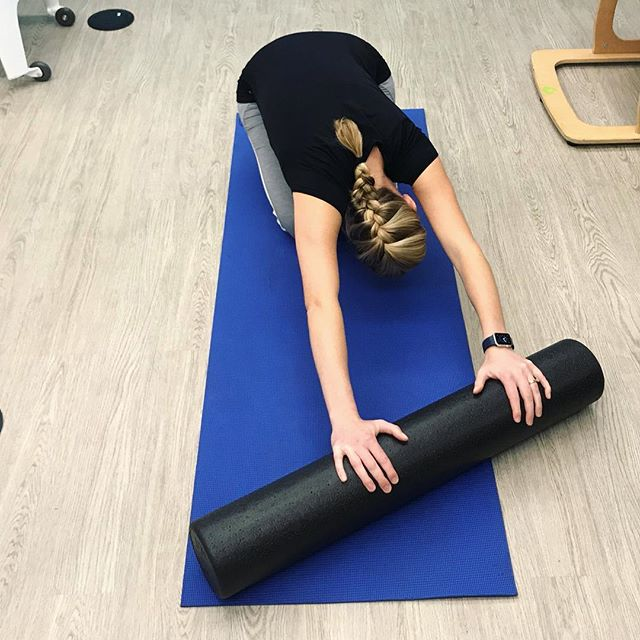 Using the foam roller to work deep into the lats and intercostal muscles. Just breathe and let your ribs expand #breathing #pilatesrehab #pilatesinstructor #physicaltherapy #therapydiasf
