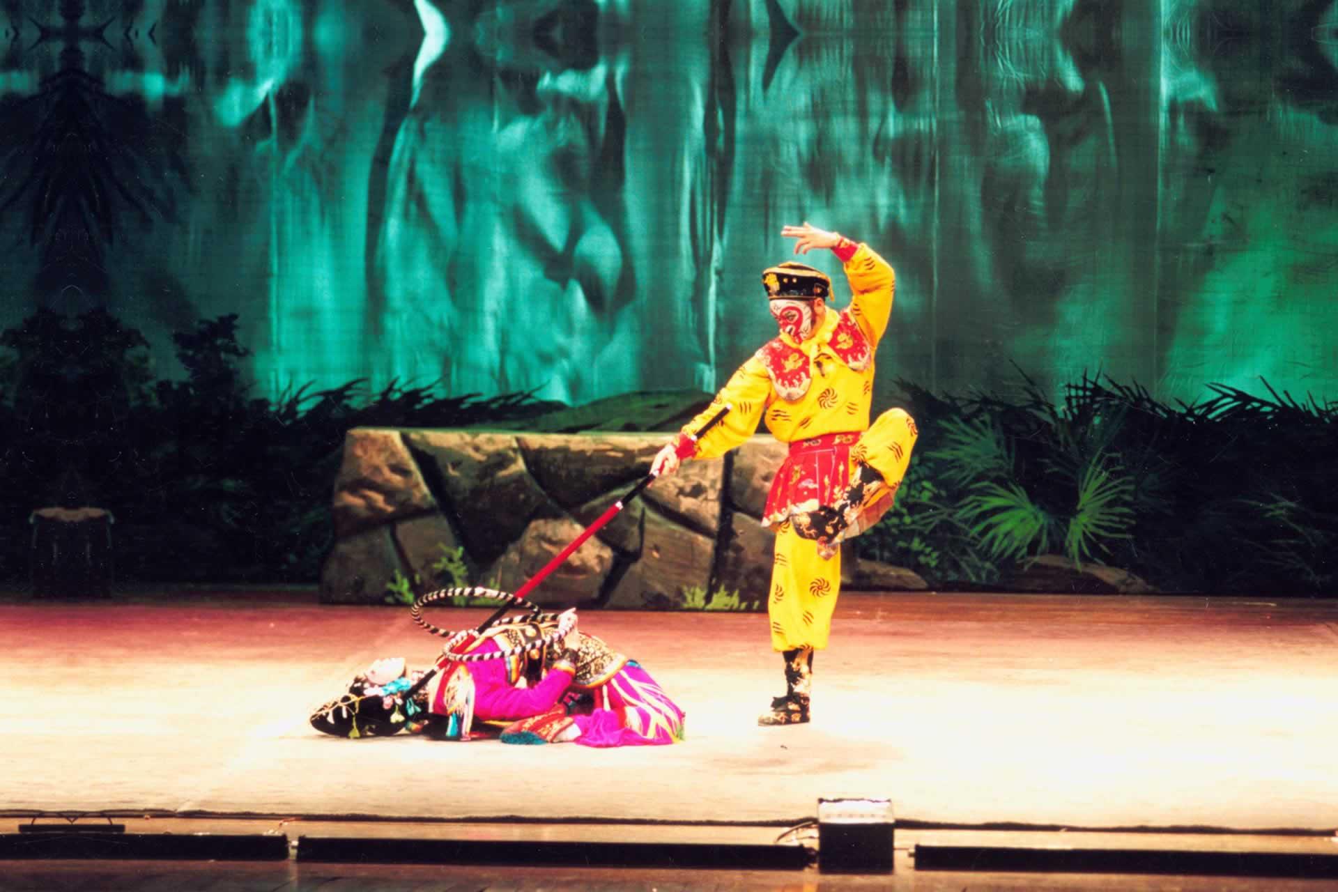 Sun Wukong fighting Nezha.