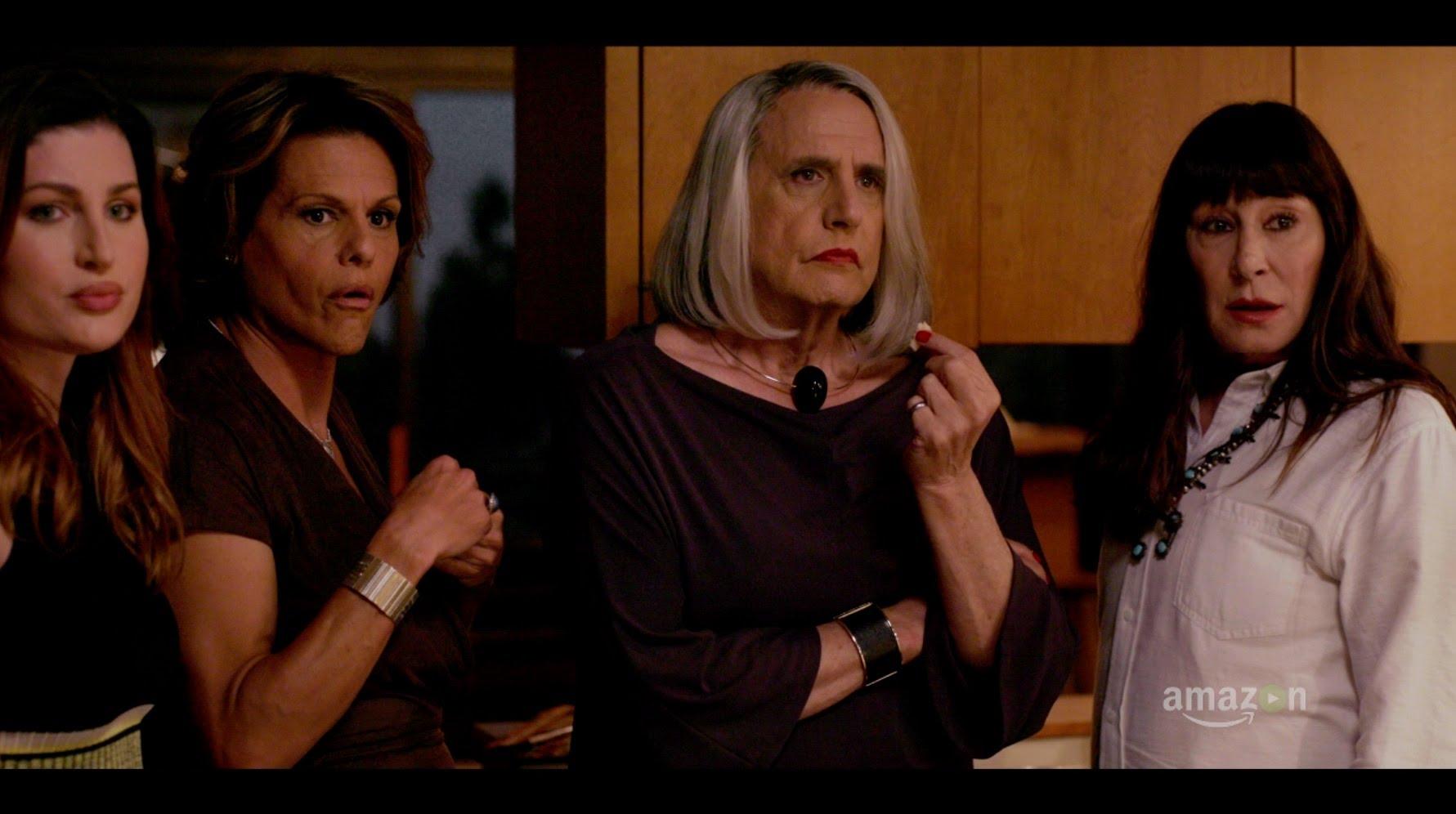 Trace Lysette, Alexandra Billings, Jeffrey Tambor a Anjelica Huston v seriálu Transparent