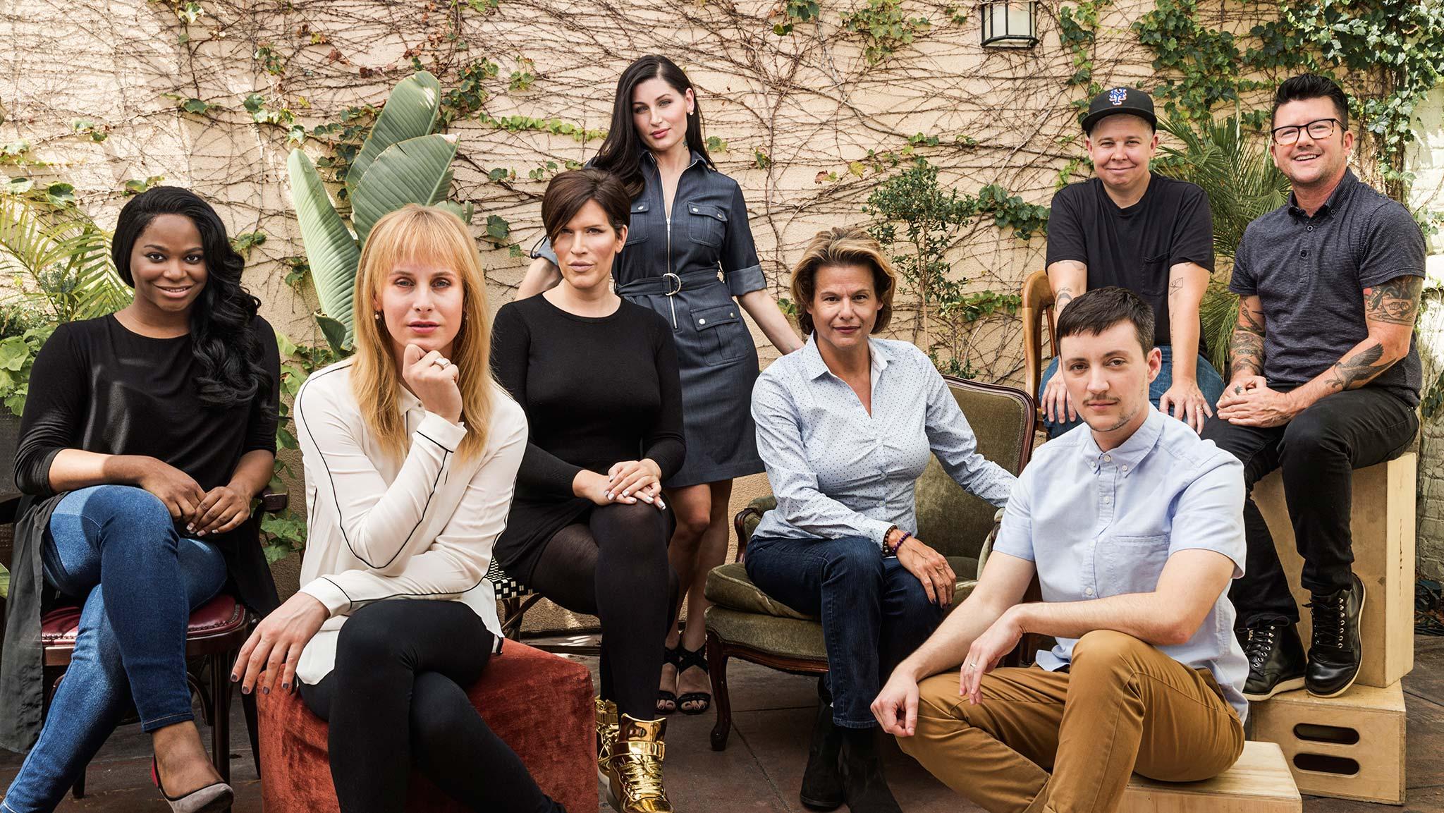 Trans lidé z hereckého a tvůrčího týmu: zleva Alexandra Grey, Zackary Drucker, Our Lady J, Trace Lysette, Alexandra Billings, Rhys Ernst, Ali Liebegott a Silas Howard