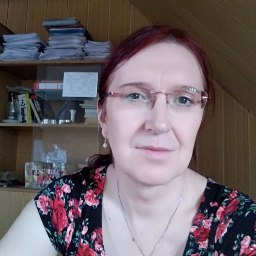 Andrea - Facilitator for support groups and groups for parents of trans children. Currently working as a high-school teacher. Mother of five, studies psychoanalysis and works in IT.