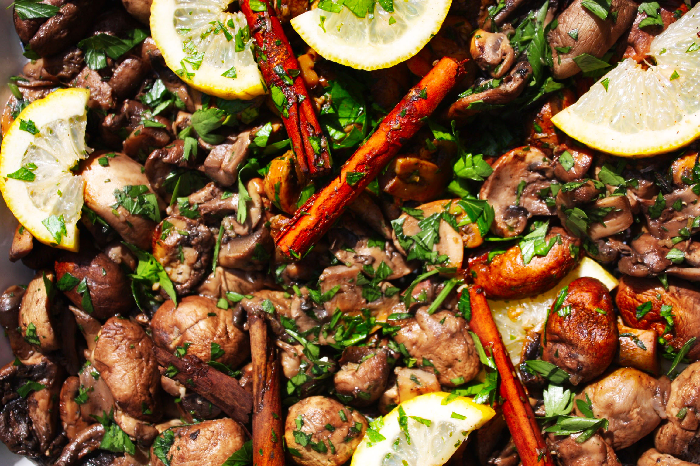 All the best fresh ingredients. Here: Cinnamon and citrus mushrooms