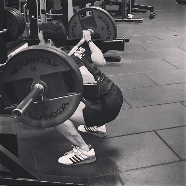 Operation squat like a Chinese lifter! 🏋 working light to reset my squat. Not perfect but getting there. . . . #gym #squat #fitness #legday #legtraining