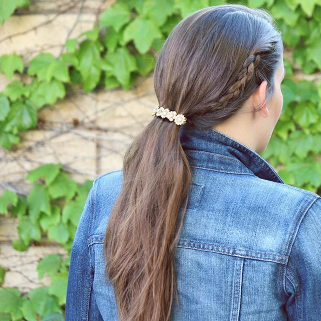 90s hair brooch & a braid?! Perfect lazy girl hairstyle 👍🏼🌻 #details