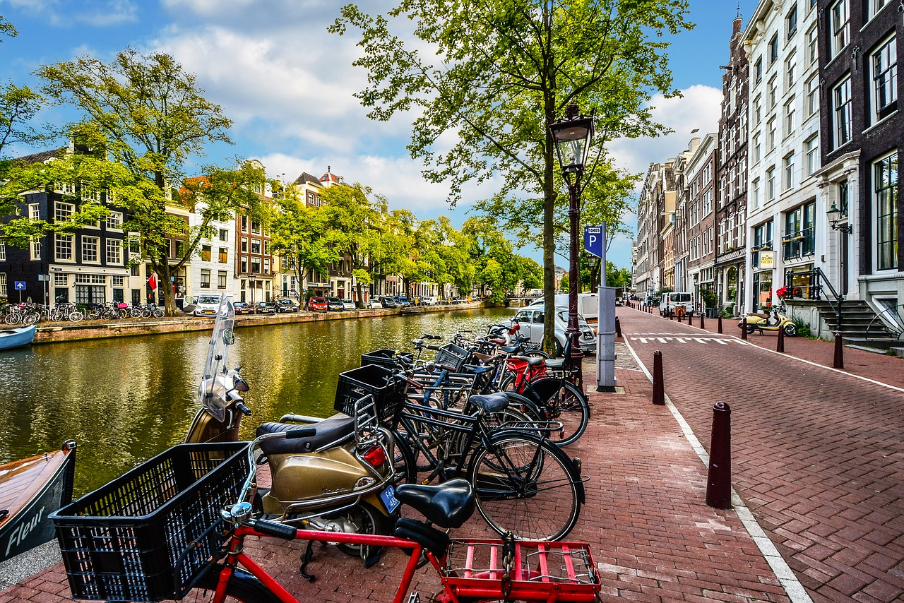 amsterdam-2261212_1280.jpg