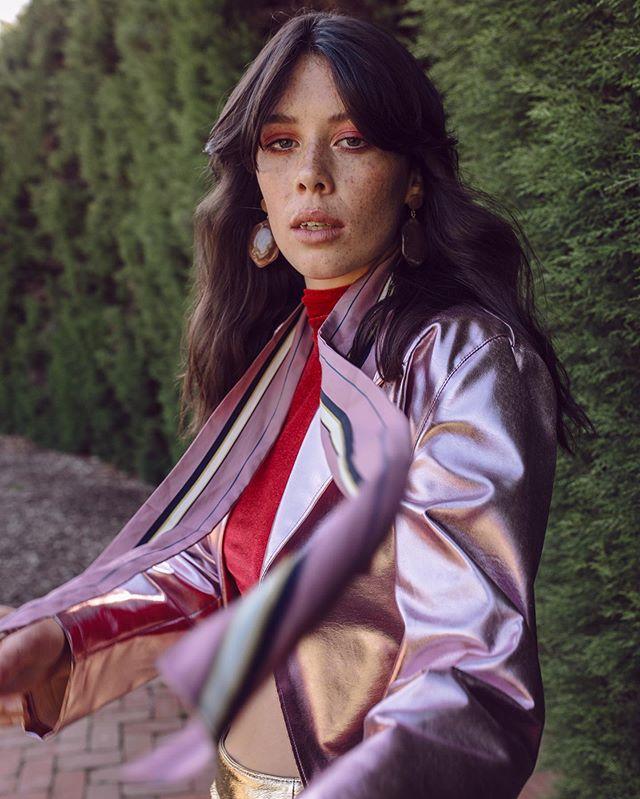 Lucinda in wonderland ⚡️💗 for @lucysmagazine 💎 . . #shotby @rachelwebbphotography #hmua @andreatakagi #styleby @mutabazi_k In #vovothelabel #torannce #valetstudio #editorialshoot #stylist #metallic #pinkcoat #goldskirt #gardenshoot