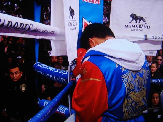 Pacquiao prays before fight