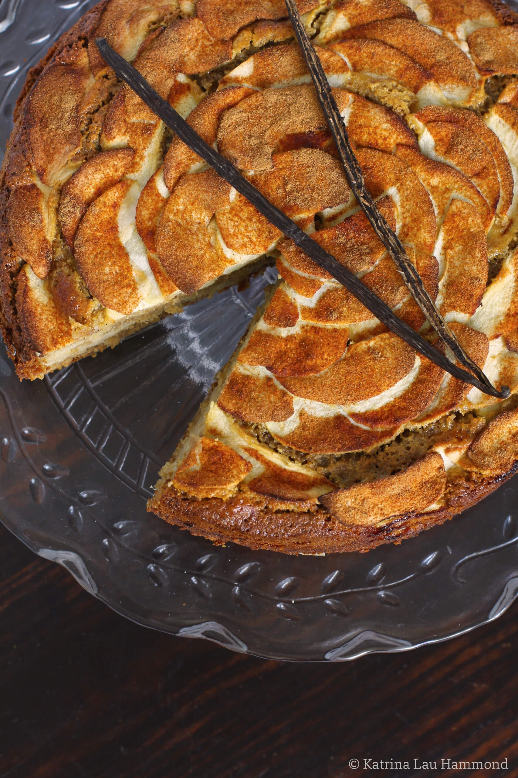 Apple, barley and oatmeal cake