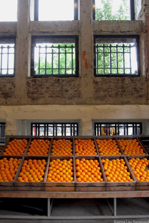 Oranges_in_Amsterdam_KLH.jpg