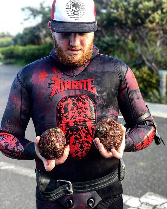 @ollie_george98 with some tasty #abalone // #spearfishing
