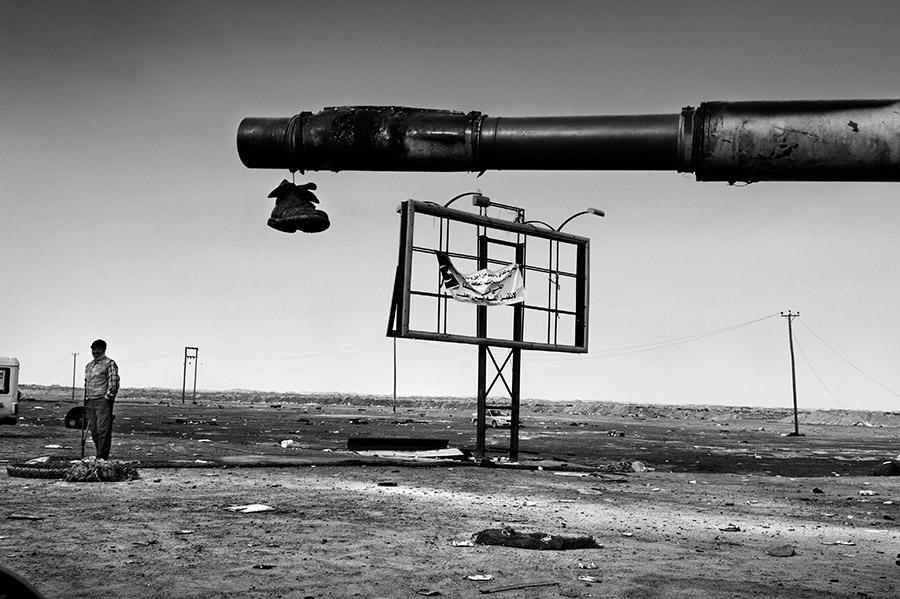 2-Reportage-fotografico-CHAOS-LIBYA-Riccardo-Venturi-Palazzo-Velli-Expo-Roma-aprile-maggio-2016.JPG
