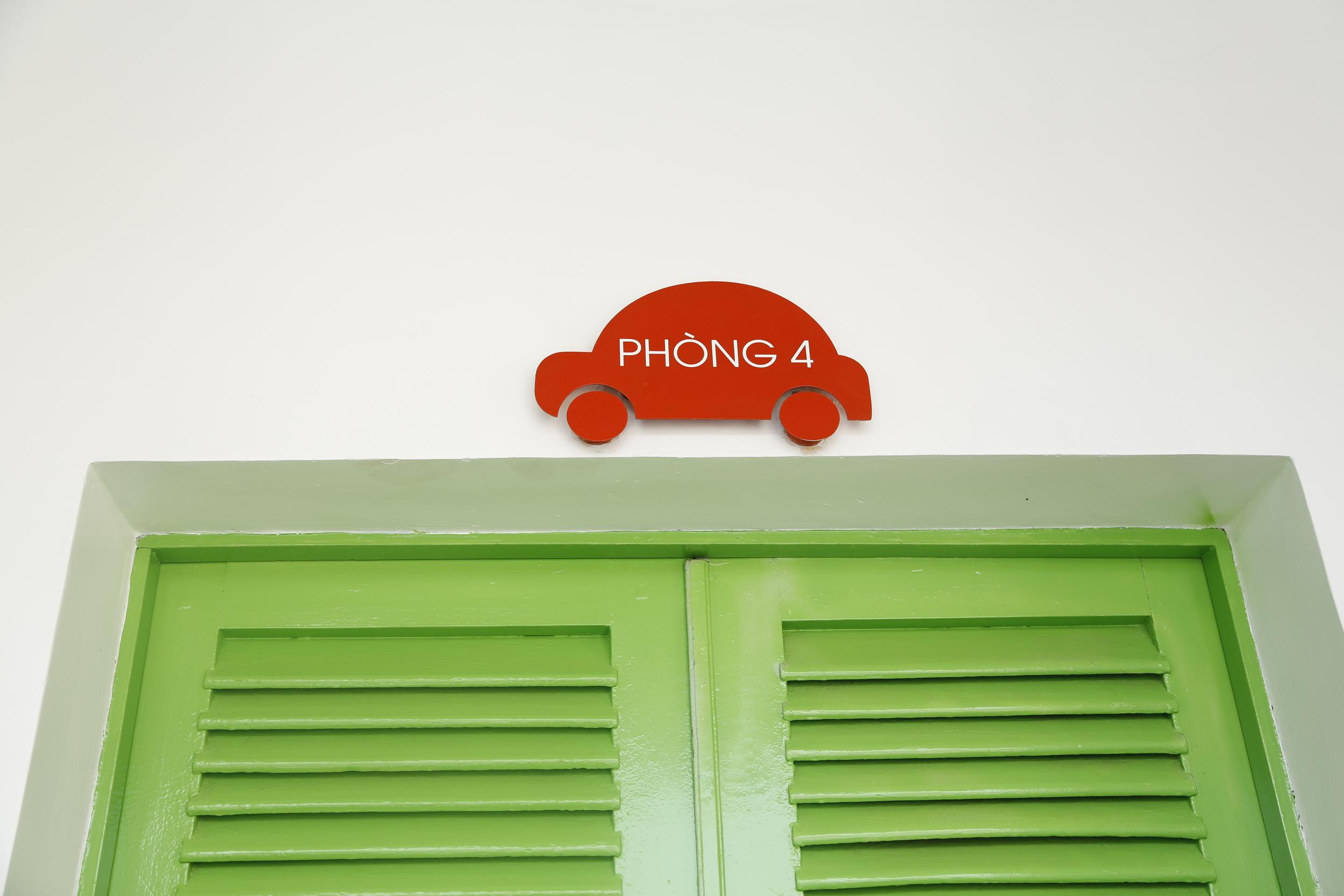 roomsign2.JPG