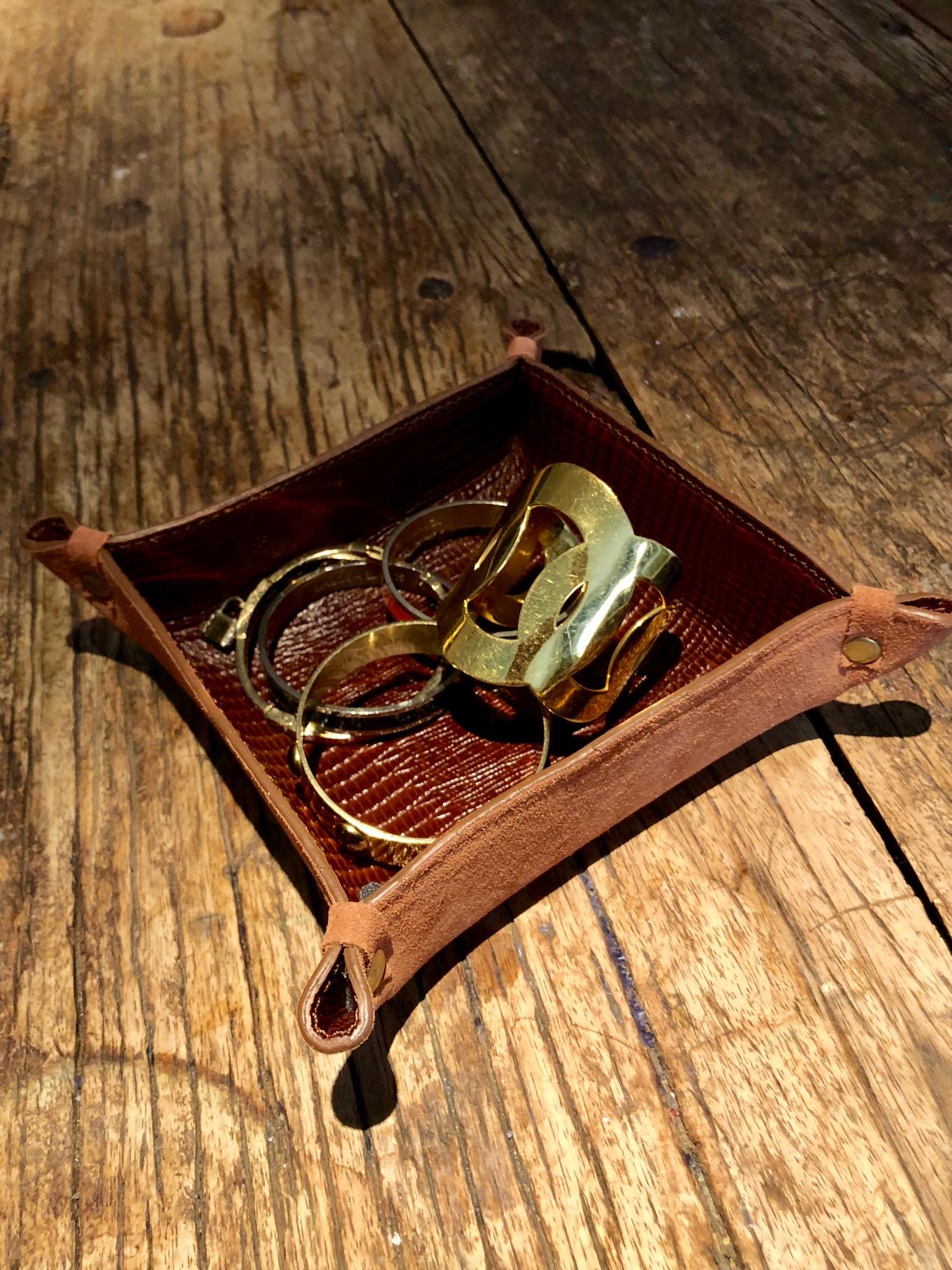 Skeen Lizard with jewelry