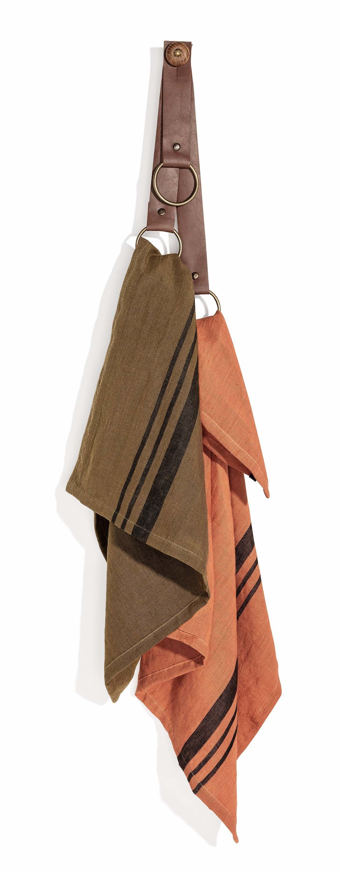Gosford Towel hanger cognac with Towel Leary