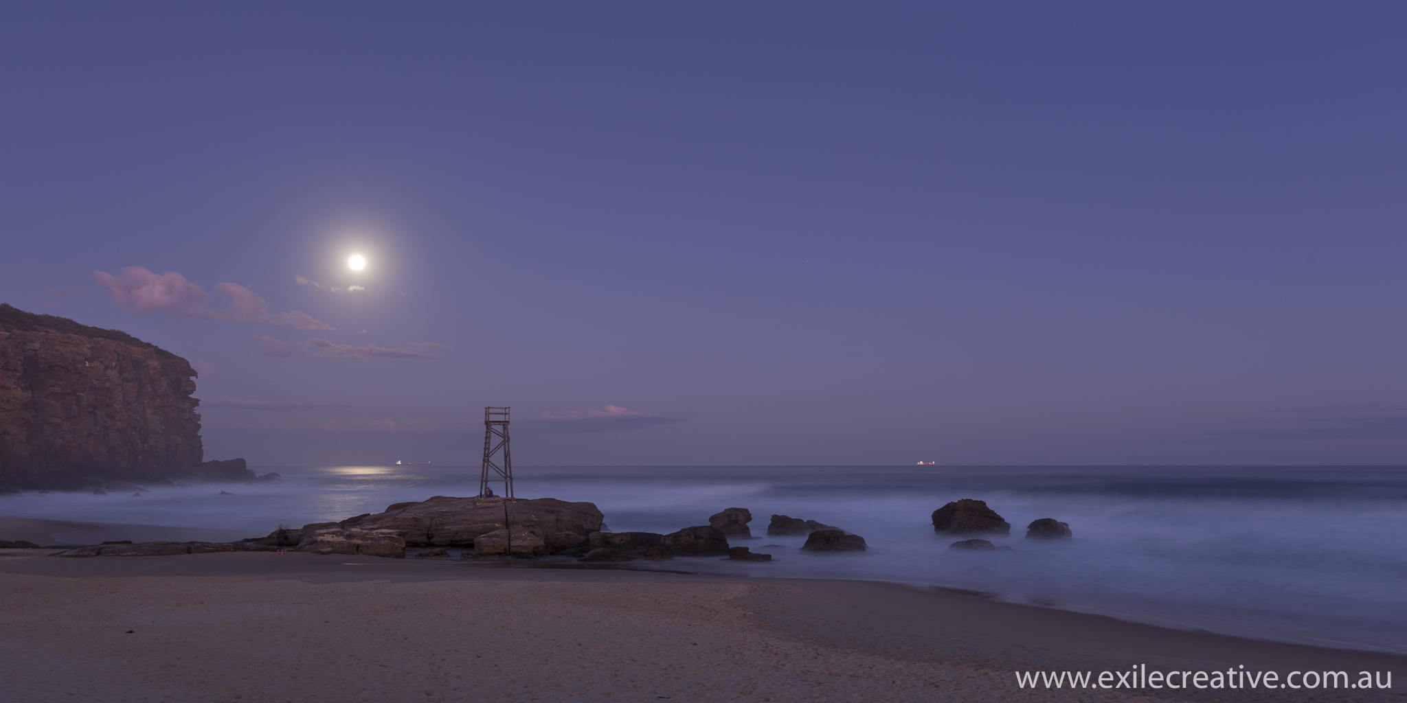 The moon rising to the North of Redhead