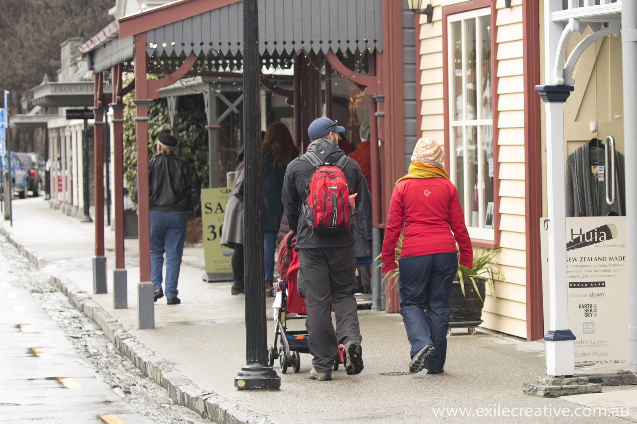 Walking the streets of historic Arrowtown.  Canon 5Dmiii, 100-400L II IS @ 100mm, ISO800, f/5.6, 1/320s