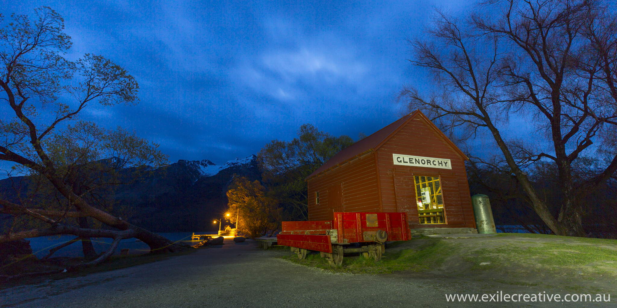 Back in Glenorchy at the wharf.  A little light painting.  Canon 5Dmiii, 16-35L iii @ 16mm, ISO100, f/4.5, 30s, B+W CPL and a torch