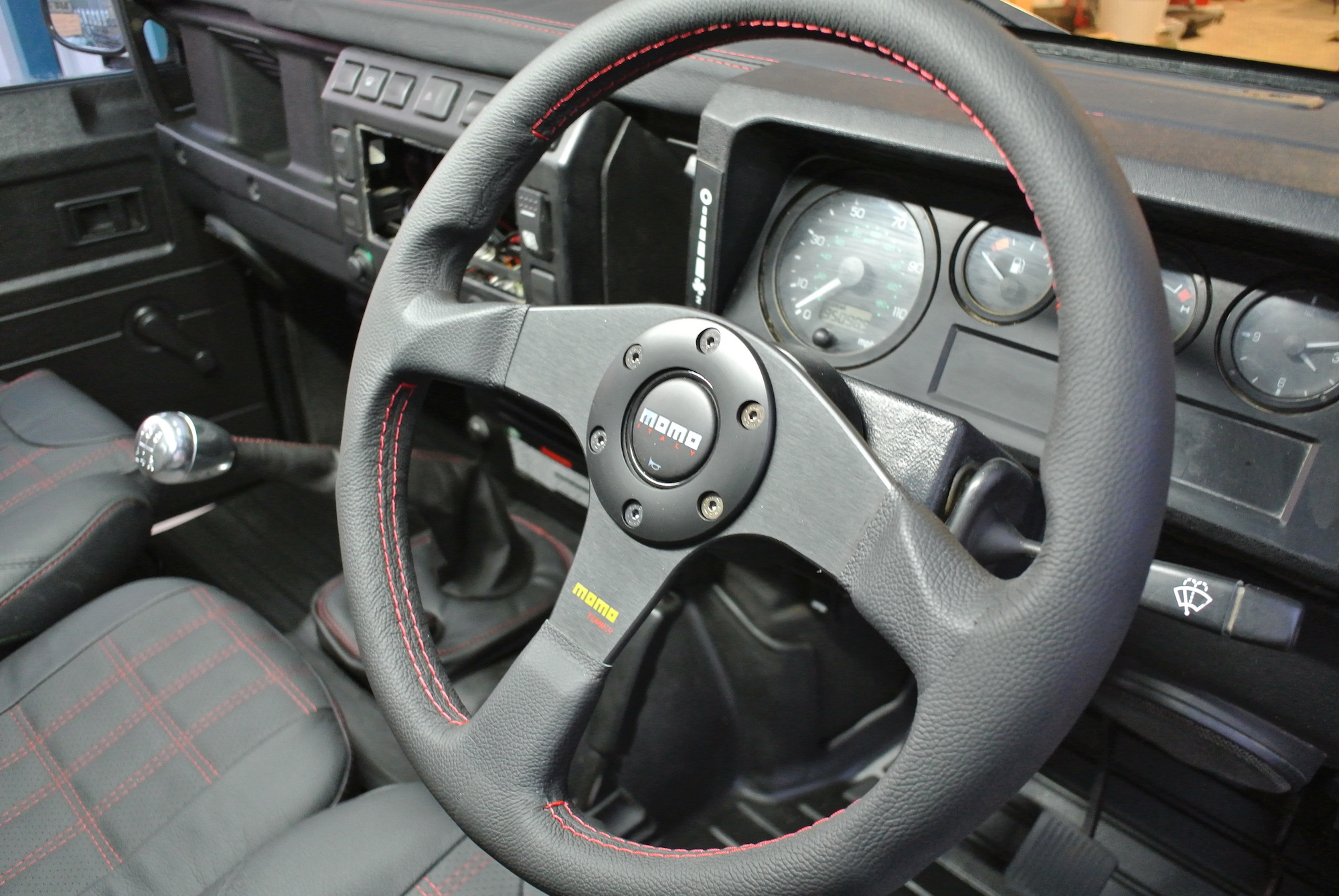 MOMO TUNER LEATHER 350MM WHEEL AND BOSS