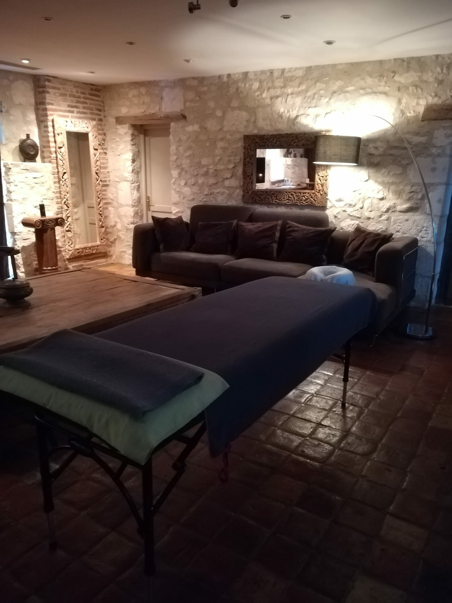 Massage table.JPG