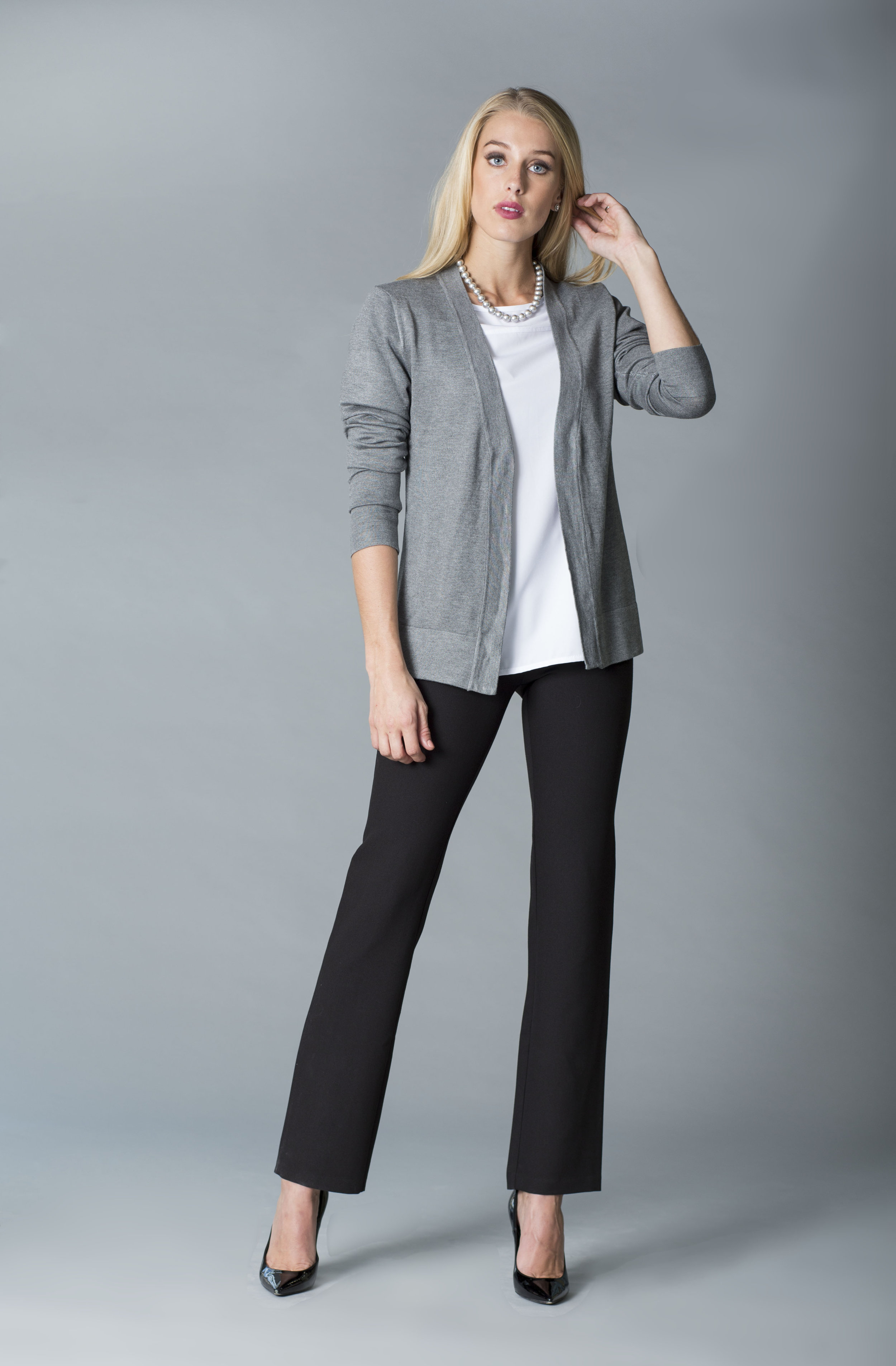 MDSN 659 blanca- pant negro-cardigan gris copy.jpg