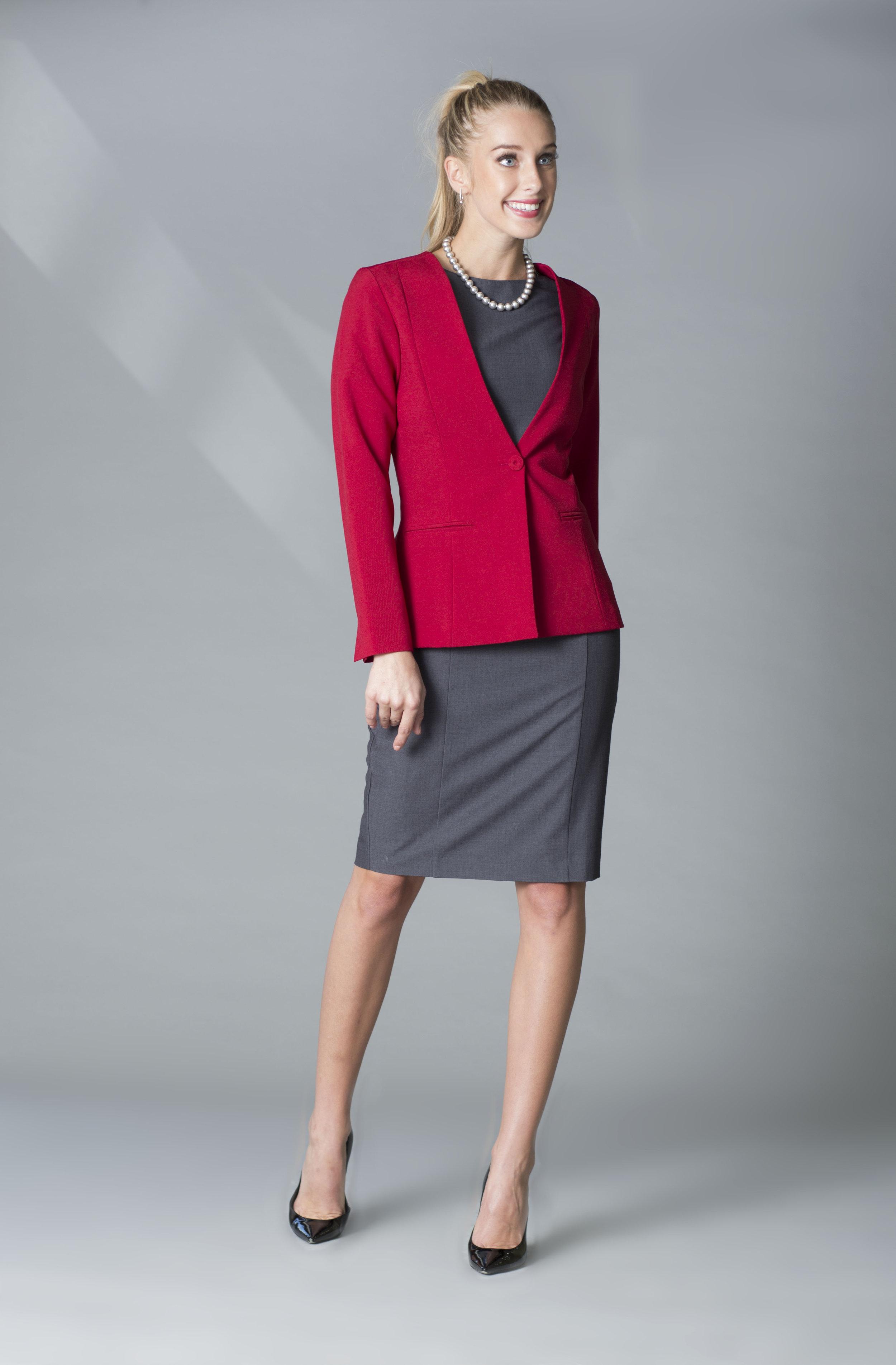 MDSN Vestido VV gris -saco rojo copy.jpg