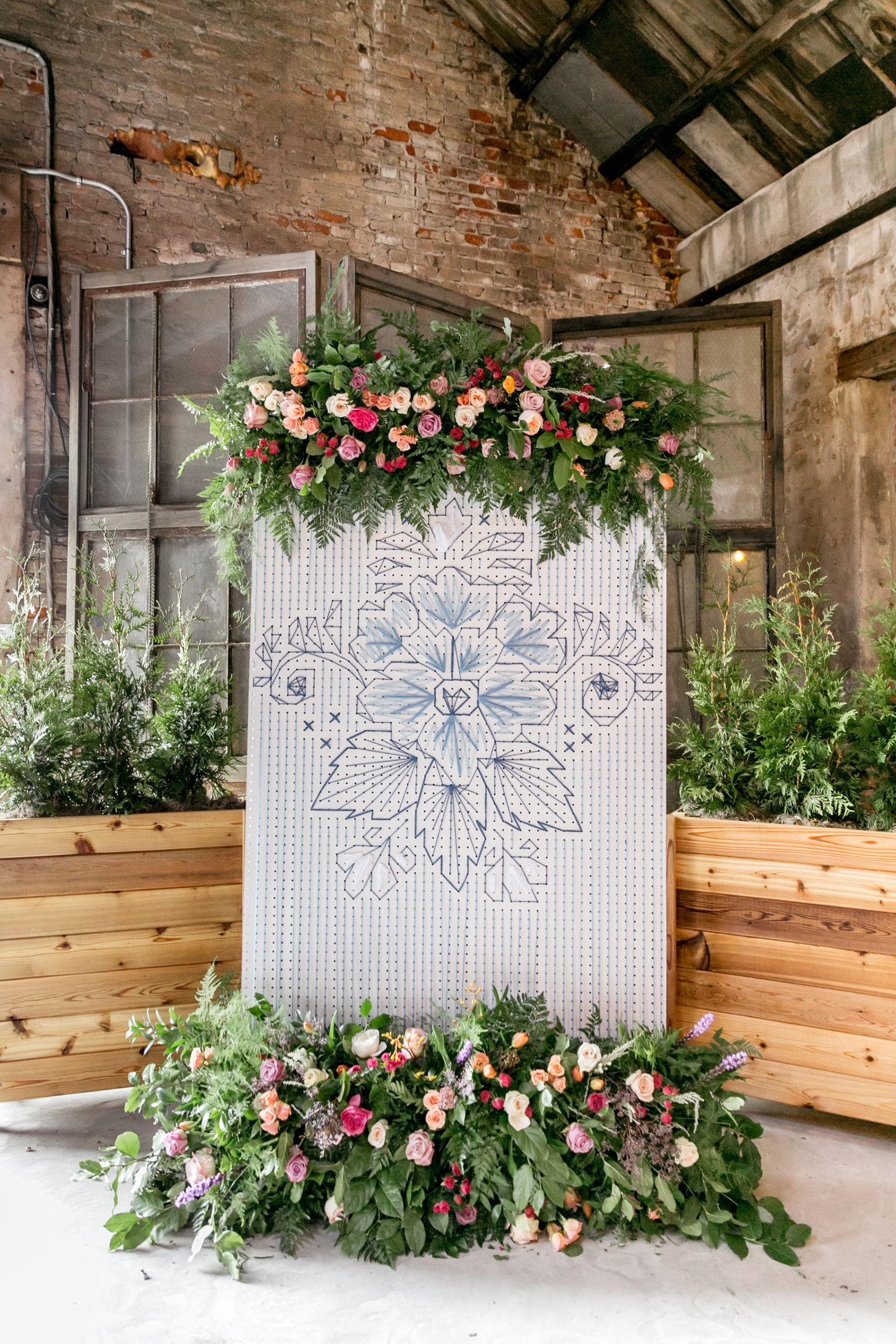 Belovely created this AMAZING string art ceremony backdrop!