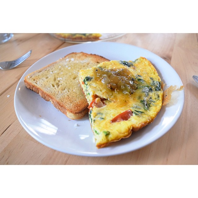 """Little """"clean out the fridge-tata"""". #frittata #eggs #spinach #redonion #cheese #salsaverde #toast #Sunday #breakfast #homecooking #brooklyn"""